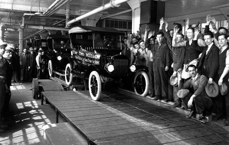 С конвейера сходит 10 миллионный Форд Т (1924)